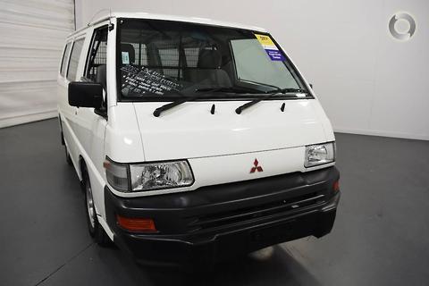 Mitsubishi Express 2013