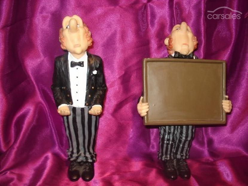 NOVELTY BUTLER PEN HOLDER AND NOTE PAD HOLDER